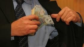 Ministerul Educaţiei deschide linie telefonică pentru sesizarea faptelor de corupţie din învăţământ