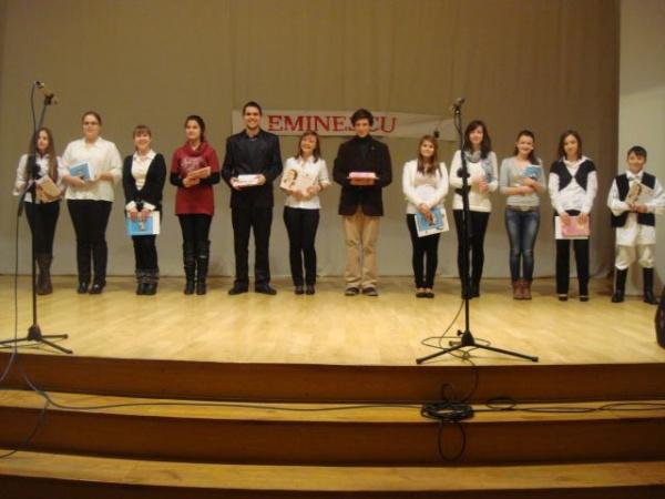 """Concursul de recitări """"Eminescu"""" la a şasea ediţie"""