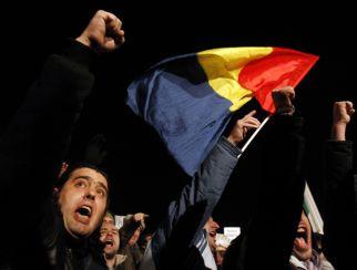 """Românii au protestat joi în faţa ambasadei de la Viena, sub sloganul """"Mândru că sunt român"""". Urmează, vineri şi sâmbătă, Berlinul"""
