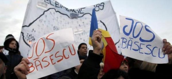 Imnul României, intonat, în cor, de mii de oameni prezenţi la Arcul de Triumf din Capitală