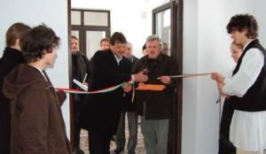 Reparată cu banii României, o clădire din Covasna inaugurată cu steagul Ungariei