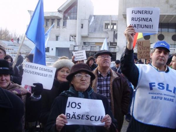 Cadrele didactice sătmărene strâng semnături pentru demisia ministrului Funeriu