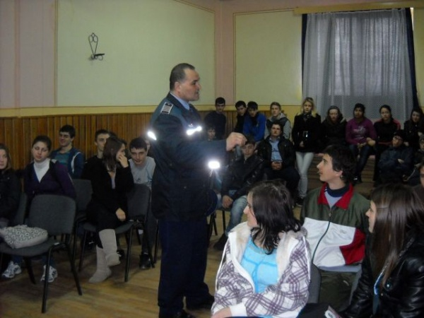 """""""Fără  violenţă  în  şcoli"""" la Grup  Şcolar""""Simion Bărnuţiu"""" Carei"""