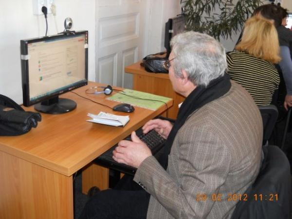 Pensionarii se pot iniţia în tainele calculatorului