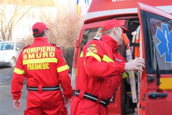 Un elicopter SMURD a preluat pacienta de sub dărâmături din Negreşti- Oaş