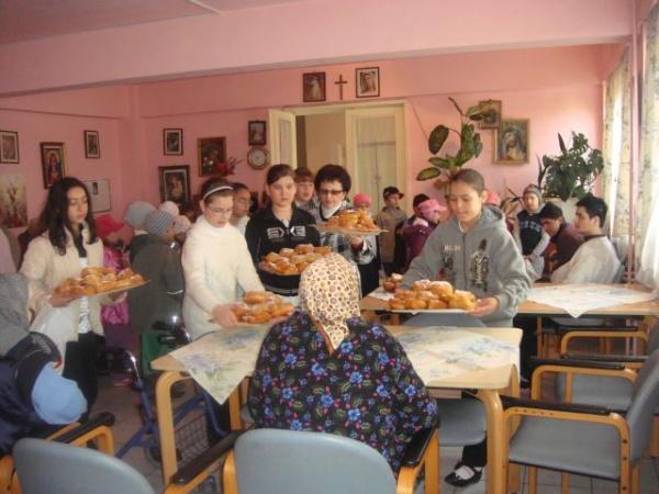 Şcoala Altfel ajunge la Căminul de Bătrâni