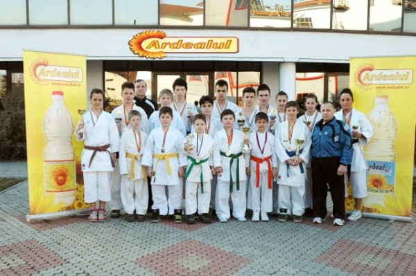 Karate:4 medalii pentru careieni
