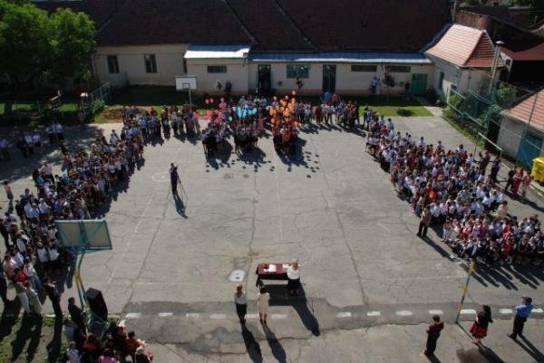 Absolvenţii de gimnaziu, aşteptaţi luni la proba la română de la evaluarea naţională