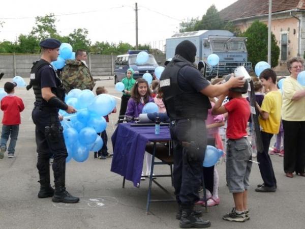 Ziua porţilor deschise pentru copii la jandarmi