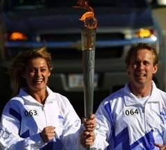 Nadia Comăneci a purtat torţa olimpică la Londra