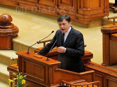 Antonescu: Nu eu şi majoritatea parlamentară avem dosare închise, ci preşedintele