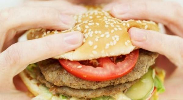 Legătura între mâncarea fast-food şi depresie