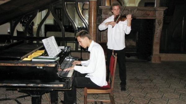 Ritmuri de jazz la Carei cu Louis şi Bencze