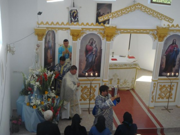 Pelerini careieni la noua biserică din Chişineu-Criş