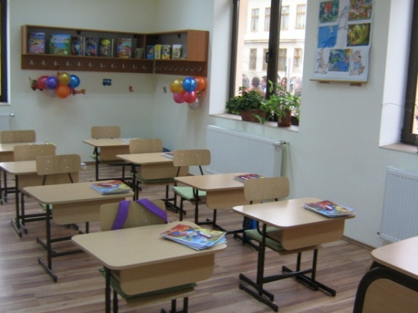 Manualele şcolare între necesitate şi afacere