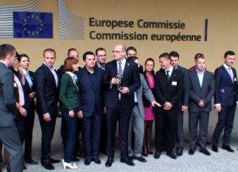 Viviane Reding refuză cadoul din partea românilor care au participat la referendum: statueta Zeiței Justiția