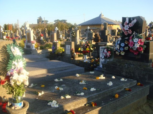 Ziua Morţilor sau Luminaţia 2015.Programul slujbelor de pomenire a morţilor
