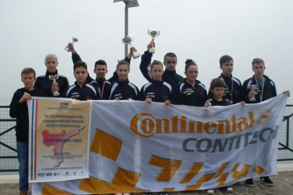 Karate: Noi medalii pentru careieni la Milano