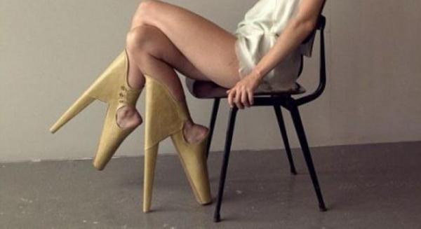 Pantofii cu tocul în faţă, noua invenţie în materie de fashion