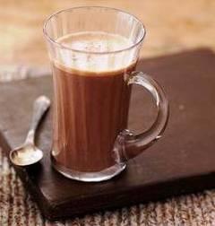 Trei băuturi calde cu ciocolată