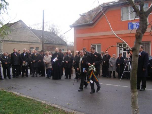 Şcoala Vasile Lucaciu îşi comemorează patronul spiritual în prezenţa a numeroase oficialităţi