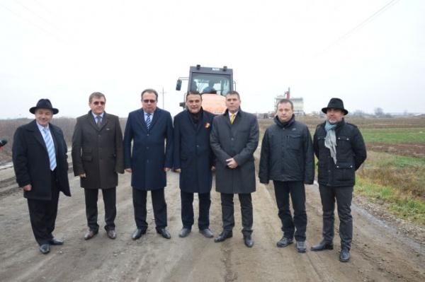 Ministrul Silaghi verifică stadiul lucrărilor de reabilitare drumuri din judeţ