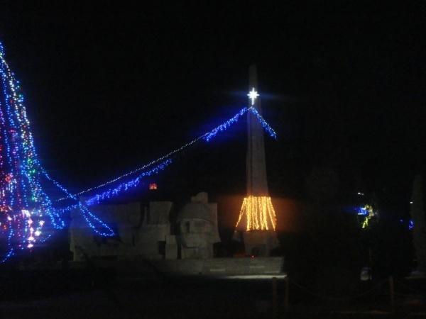 Monumentul Ostaşului Român-suport pentru iluminat ornamental.Prefectura amendează.Direcţia de Patrimoniu apreciază