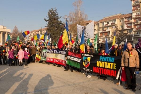 Forumul Românilor: Să se interzică funcţionarea partidelor pe criterii etnice