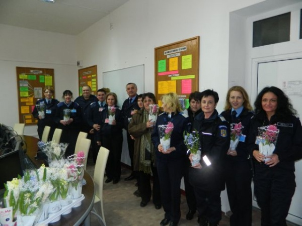 Jandarmii îşi sărbătoresc colegele