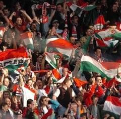 Fanii maghiari ameninţă şi jignesc România