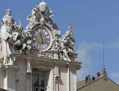 Vatican: Tradiţia fumului alb care anunţă noul Papă