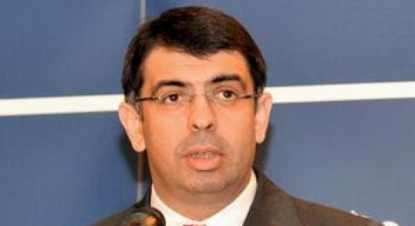 Robert Cazanciuc a depus jurământul de învestitură în funcţia de ministru al Justiţiei