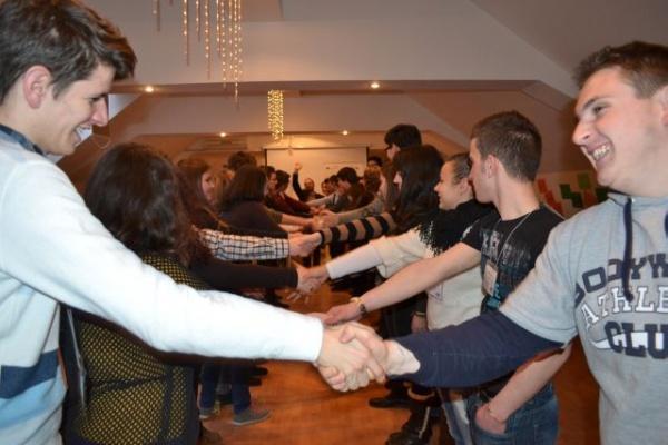 """A doua etapă a proiectului """"CiNE Votează ?"""" în Consiliile de Administraţie ale instituţiilor de învăţământ preuniversitar"""