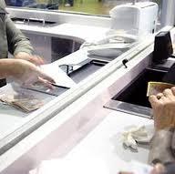 Amenzi la  5 bănci pentru nerespectarea OUG 50