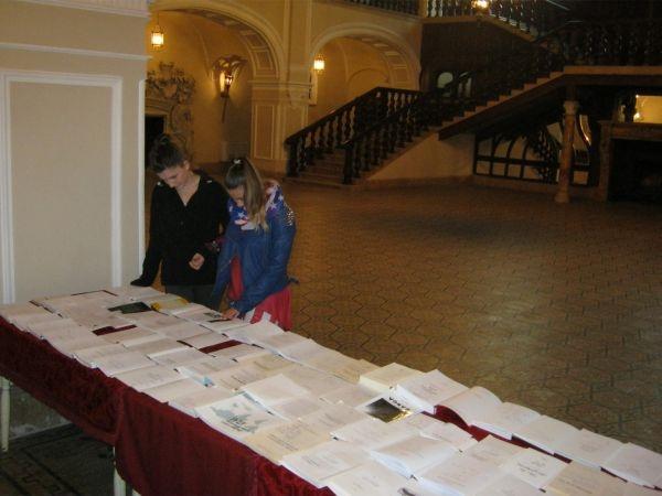 Expoziţie de carte cu autograf.Câştigătorii concursului de creaţie