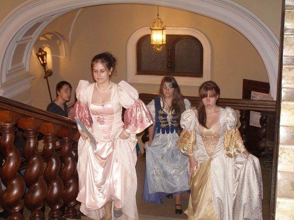 Muzeul Carei la ,,Noaptea muzeelor,,. Parada costumelor de epocă şi demonstraţii de scrimă