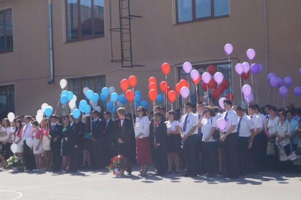 Absolvenţii claselor a opta de la Şcolile Gimnaziale nr.1 şi 3