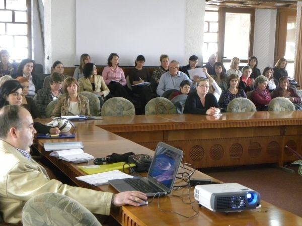 Instruirea  şi informarea profesională a asistenţilor sociali din cadrul primăriilor sătmărene