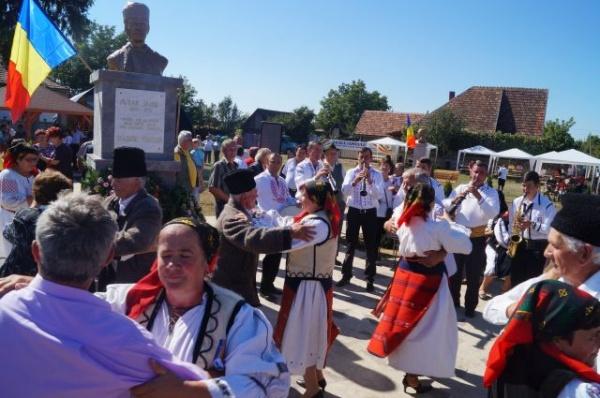 Cum se salutau românii de odinioară din lumea satului