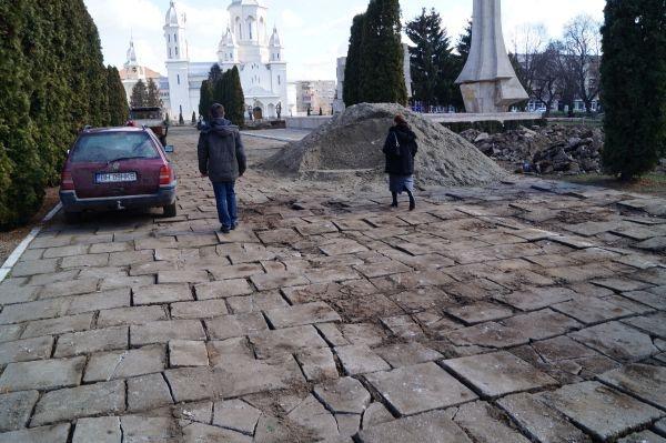 Primăria Carei a achitat lucrări din zona Monumentului cu 18 zile mai devreme decât le-a recepţionat