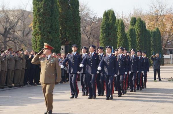 Centrul Militar recrutează candidaţi pentru şcolile de profil