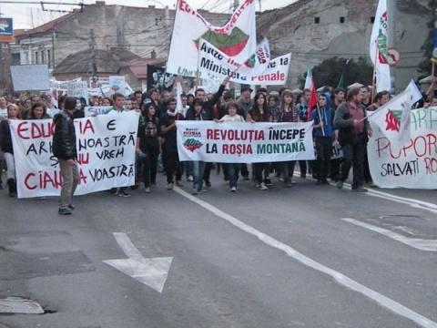 Proteste faţă de proiectul Roşia Montană in mai multe oraşe din ţară – sute de oameni au ieşit în stradă