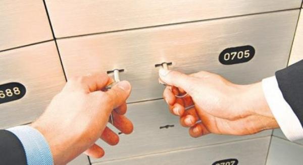 Scandalul furtului din casetele de valori de la BCR Pitesti ia amploare
