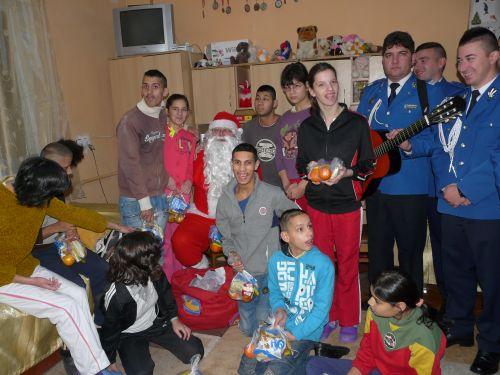 Moşul Jandarmilor a vizitat copiii de la Casa Maria