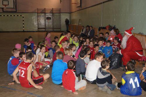 Moş Nicolae la sala de sport