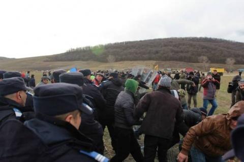 Lupte între jandarmi și protestatari la Pungești