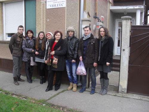 """Voluntari de la CT """"Iuliu Maniu Carei"""" la centrele sociale"""