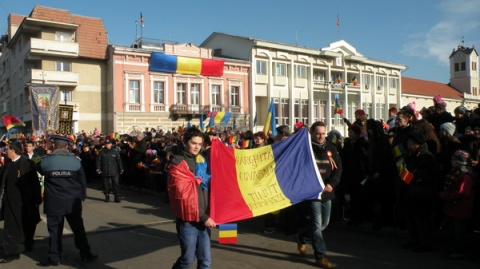 Român amendat în Sfântu Gheorghe pentru că a fluturat steagul românesc de ziua naţională