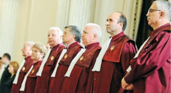 Judecătorii CCR au decis  alegeri locale într-un singur tur