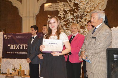 Premiul I pentru Roxana Mihaly de la Liceul Teoretic Carei la concursul RECITATIO